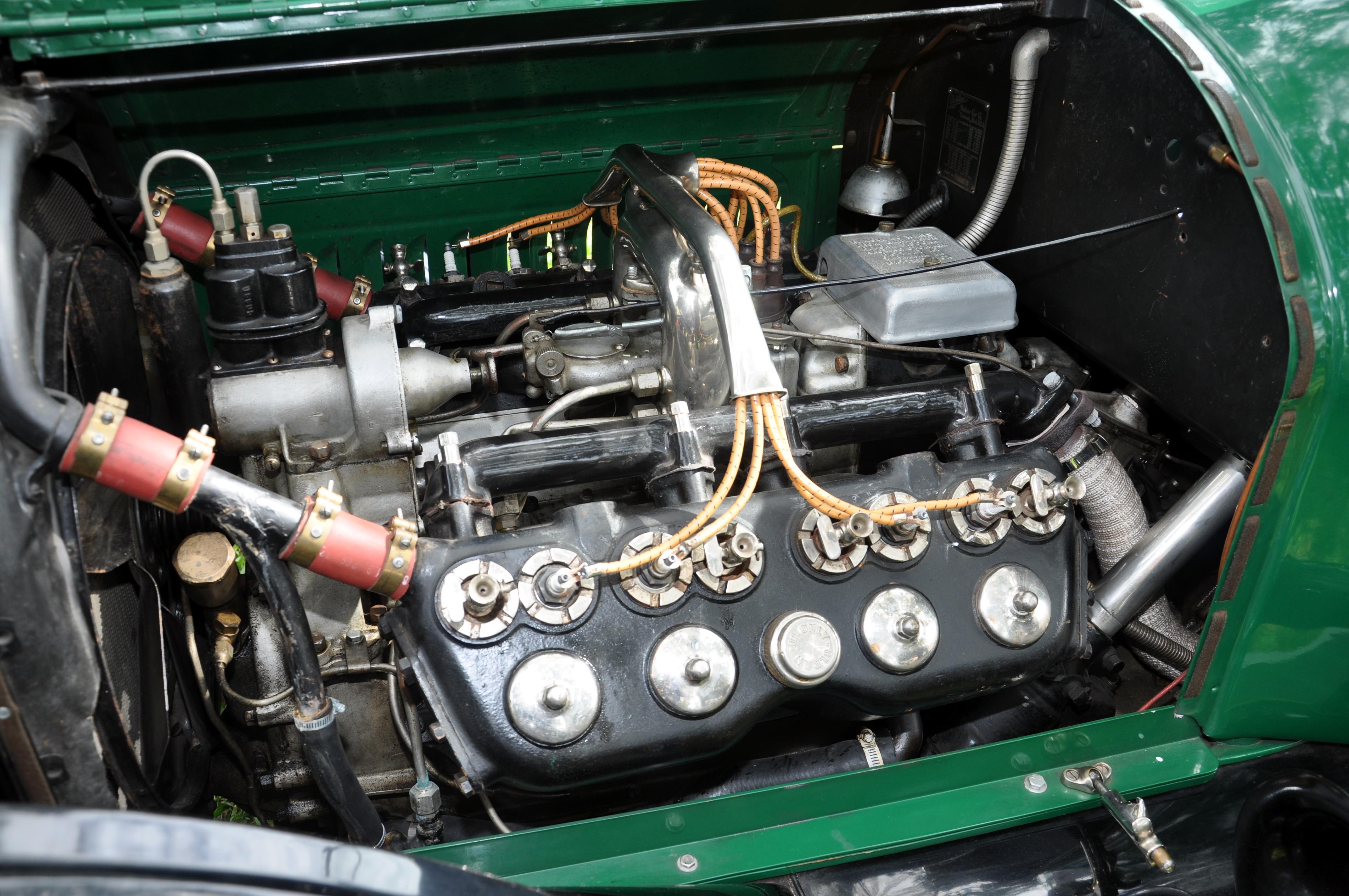Cadillac V8 engine Photo: Wikiwand