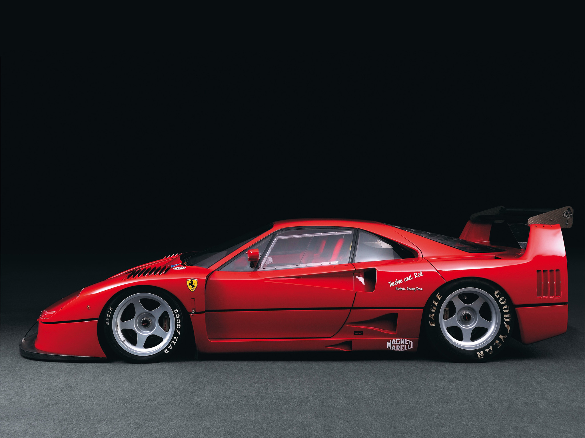 the first production car to hit 200mph the 1987 ferrari f40. Black Bedroom Furniture Sets. Home Design Ideas