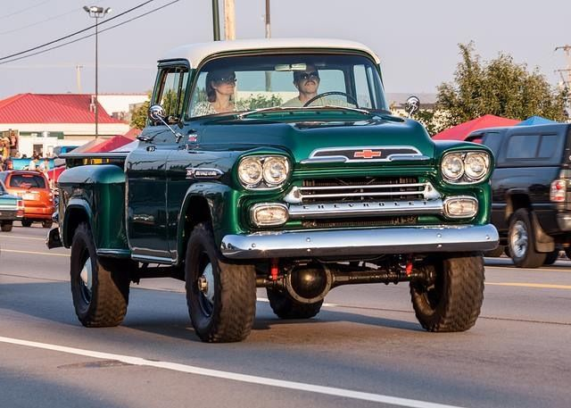 Notice the front differenia on this 1955 GMC NAPCO 4x4 Photo: Pinterest