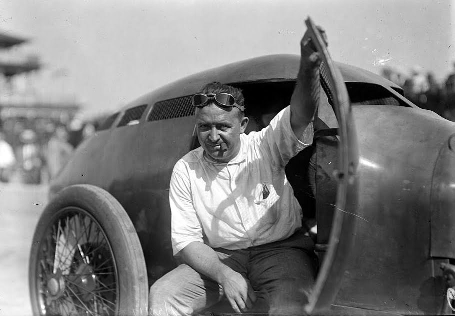 Barney Oldfield and the Golden Submarine Photo: gtspirit