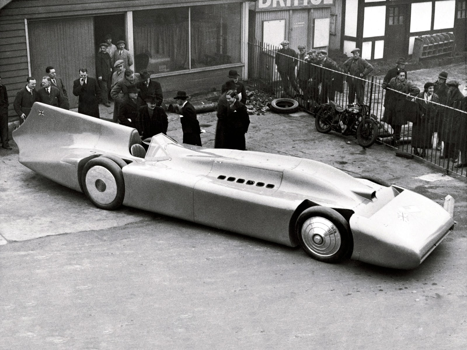 Campbells Used Cars >> Sir Malcolm Campbell And His Beloved Blue Bird Reach 300mph